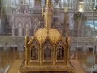 05h - relikvije sv. Male Terezije od Djeteta Isusa (kćer u obitelji Martin) (Kopiraj)