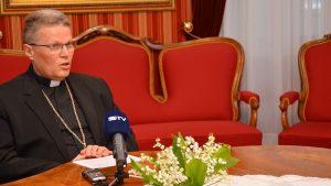 Nadbiskup Hranić o novim preporukama HZJZ vezano uz vjerska okupljanja